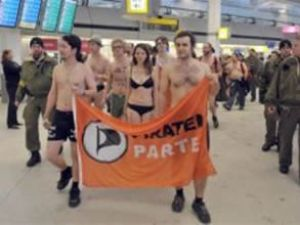 Vücut taramaya ilginç protesto