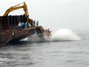 Tayland, Çin'den aldığı tankları denize attı