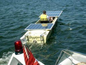DEÜ öğrencileri güneş enerjili tekne yaptı