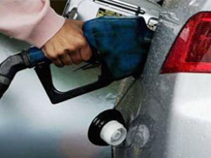 Tüketiciden benzin zamına kornalı eylem