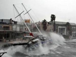 Mersin'de fırtına 35 balıkçı teknesini batırdı