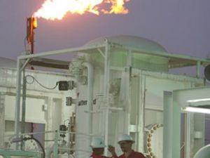 İran, petrolden 64 milyar dolar kazandı