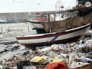 Zonguldak Limanı fırtınada çöplüğe döndü