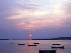Uluabat Gölü Marmara Denizi'yle birleşiyor