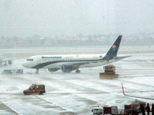 Batı Avrupa'da yoğun kar hayatı felç etti