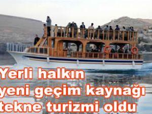 Halfeti'de tekne turları devam ediyor
