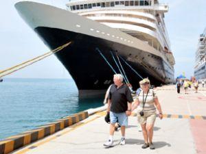 İzmir'e 500 bin turist gemiyle gelecek