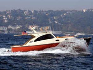Marka Yachts, teknesini denize indiriyor
