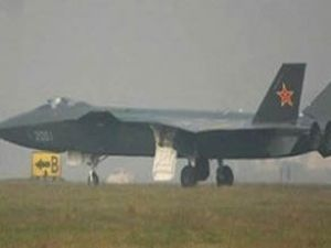 İlk Çin malı hayalet uçak pistte test edildi