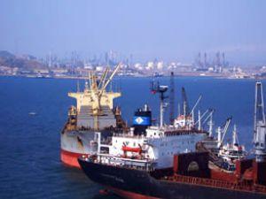 Aliağa, 2010 yılında 4558 gemiyi ağırladı