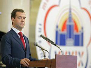 Medvedev, nükleer işbirliğini onayladı