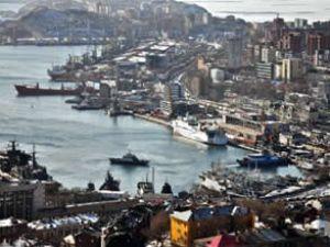 Vladivostok'de buzları kırıp balık avına çıkılıyor
