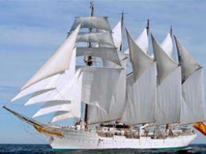 İspanyollar'ın iki yelkenli gemisi İstanbul'da