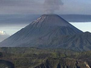 Endonezya'da kül bulutları oluşuyor