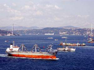 Boğaz'dan geçen gemi sayısı azaldı