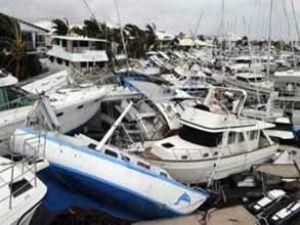 Kasırga, milyonluk tekneleri birbirine kattı