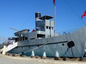 Nusret gemisi, Çanakkale Boğazı'na iniyor