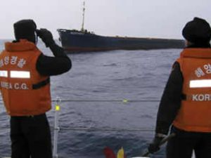 Ulsan sahillerinde çarpışan iki gemi battı