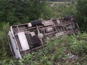 Otobüs devrildi, 5 kişi hayatını yitirdi