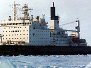 Finlandiya'da 45 gemi buzların içinde kaldı