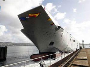HMAS Canberra'nın gövdesi denize indi