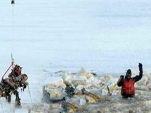 Donmuş Hudson Nehri'ne uçak düştü