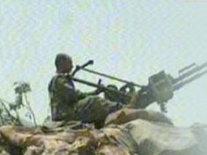 Libyalı isyancılar uçak düşürdü