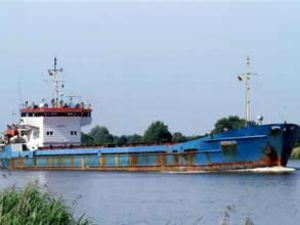 """Karaya oturan """"Dvina"""" isimli gemi yüzdü"""