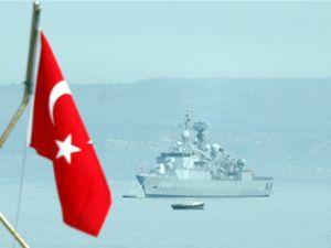 Askeri gemiler Çanakkale'ye geliyor