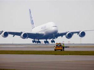 Dünyanın en büyük uçağında büyük panik