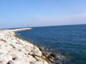 Yat limanı mendireği denize gömüldü