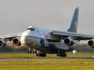 Dev kargo uçağı AN-124 Japonya'ya uçtu