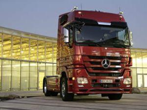 Mercedes-Benz kamyonlarıyla uçuyor