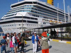 'Costa Pasıfıca' Marmaris'e turist yağdırdı