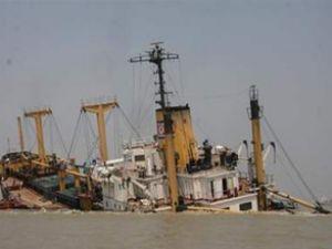 Kuzey Kore'ye pirinç taşıyan gemi battı