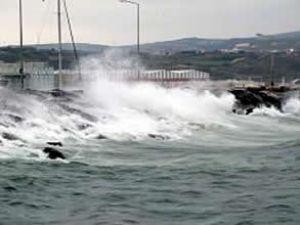 Poyraz deniz ulaşımını olumsuz etkiledi