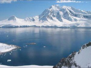 Kutup'ta buzul erimeleri devam ediyor