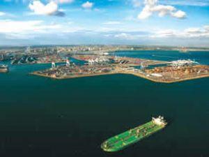 Long Beach Limanı'nda sevkiyatlar arttı
