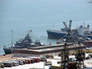 Savaş gemileri Samsun Limanı'na geldi