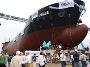 En hafif gemi M/V PEACE denize indirildi