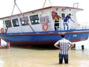 """""""Eğin"""" Teknesi, Keban Barajı'na indirildi"""