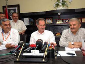 İzmir Ak Parti'de yüzler gülüyor