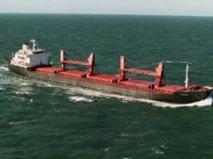 Somalili korsanların kaçırdığı gemi yandı