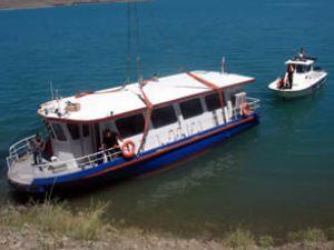 'Elazığ' teknesi Hazar Gölü'ne indirildi