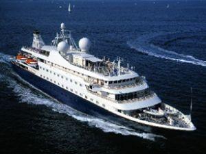 'Seadream II' Çeşme Ulusoy Limanı'nda