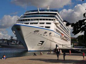 Nautica gemisi Alanya Limanı'na yanaştı