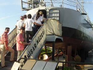 Yarhisar Müze Gemisi tarihe ışık tutuyor
