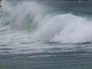 Karadeniz'de fırtına sahil yolunu kapattı
