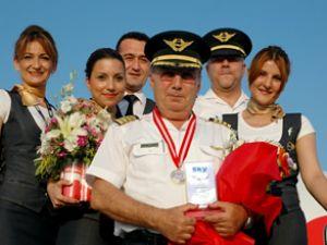 Sky Airlines pilotu törenle emekli oldu