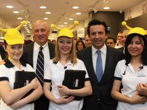 Turkcell, en büyük mağazasını açtı
